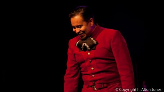 Oscar Gómez bows to an appreciative crowd at Teatro de Angela Peralta
